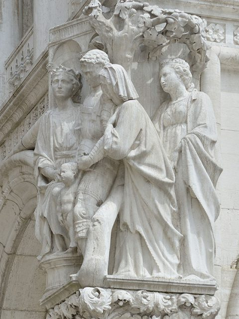 Le jugement de Salomon. Sculpture du Palais des Doges à Venise