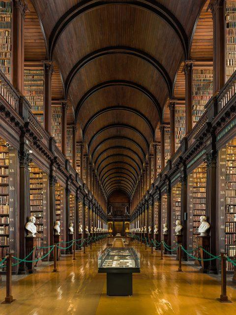 La Grande Salle de la Vieille Bibliothèque de Trinity College, à Dublin, Irlande